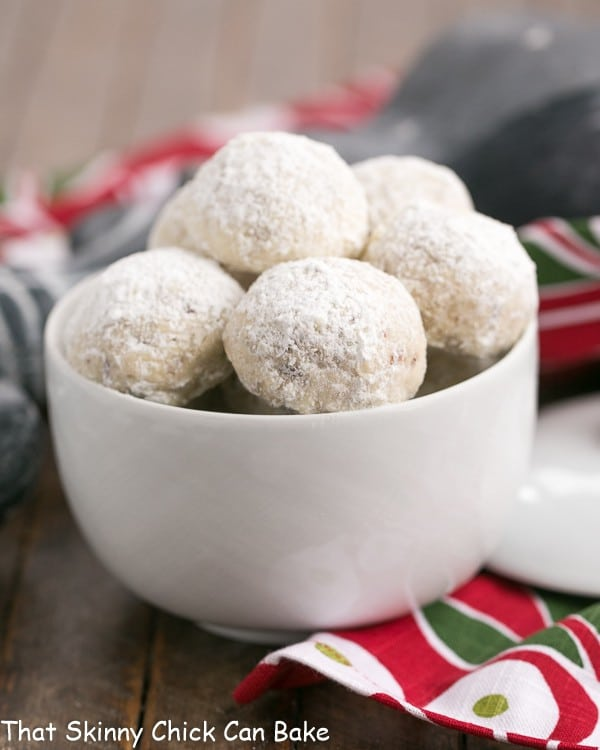 Pecan Snowballs in a bowl