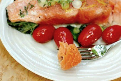 Salmon and Tomatoes en Papillote | An easy, delicious,no-fuss way to enjoy salmon for dinner!