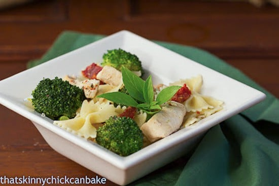 Sun-dried_Tomato_and_Broccoli_Pasta