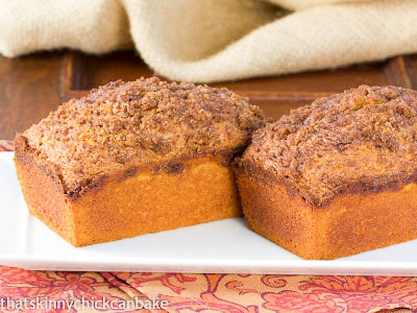Streusel Topped Pumpkin Bread | Add a delicious topping to a classic autumnal loaf!