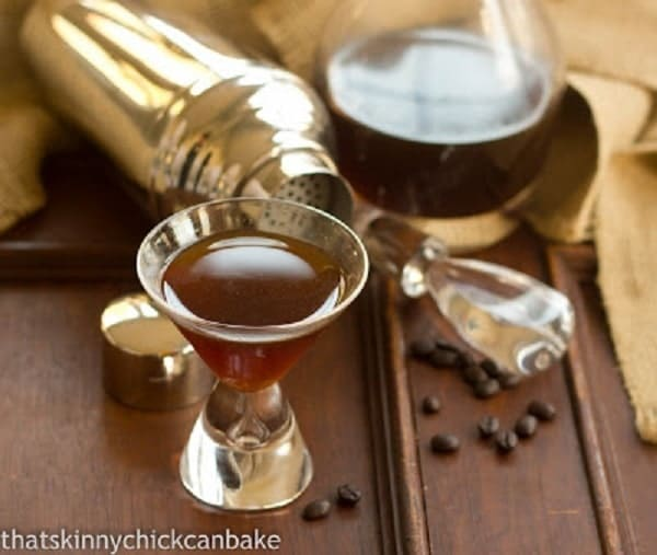 Homemade Kahlua | An easy, homemade holiday gift!