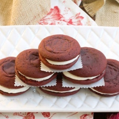 Red velvet whoopie pies | A twist on the classic whoopie pie with rounds of red velvet cake and creamy filling!