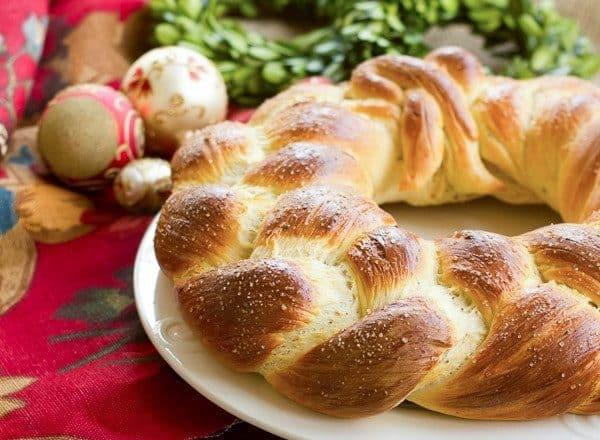 Finnish Pulla | A festive, braided Christmas bread