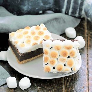 2 S'mores brownies on an oval plate