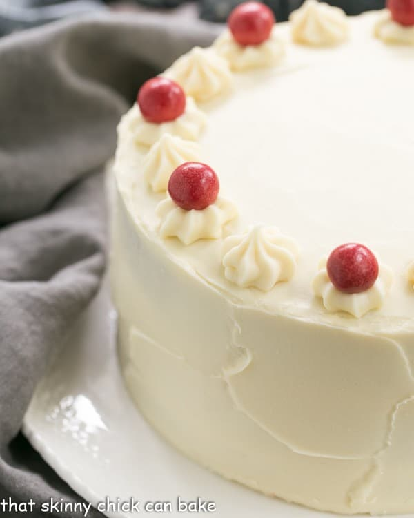 how to keep cream cheese frosting white