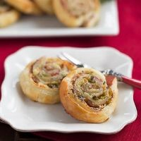 Prosciutto, Gruyere and Basil Pinwheels featured image