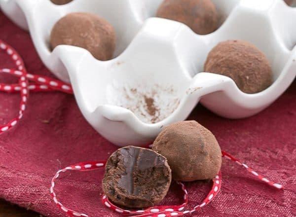 Chocolate Balsamic Truffles | Luscious chocolate candy with a certain je ne sais quoi