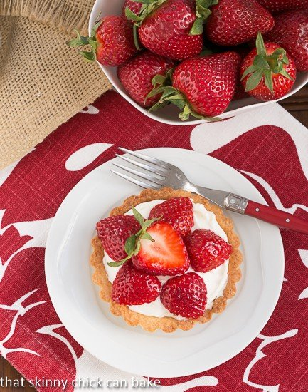 Fresh Strawberry Tartlets | Dreamy tartlets topped with luscious cream cheese filling and berry slices