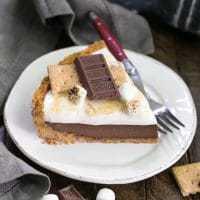 S'mores Pie - the quintessential summer picnic dessert