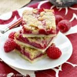 Streusel Topped Raspberry Squares |Filled with raspberries and topped with buttery crumbs