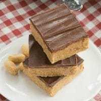 Homemade Reese's Bars - All the magnificent flavors of a Reese's peanut butter cup in a no-bake bar