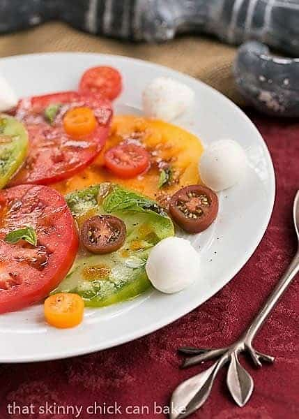 Salade de Tomates et Fromage on a white ceramic plate