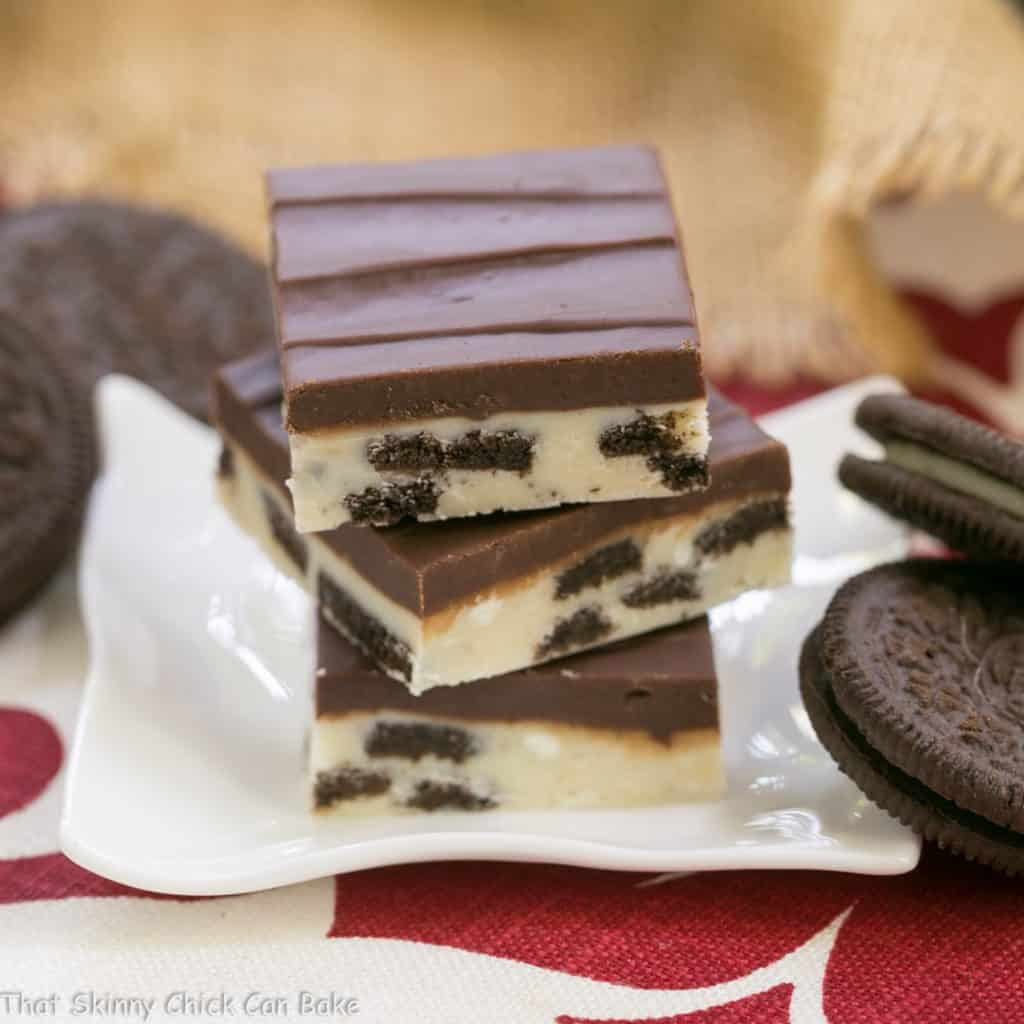 Oreo Double Decker Fudge | White chocolate fudge with chunks of Oreos topped with dark chocolate fudge!