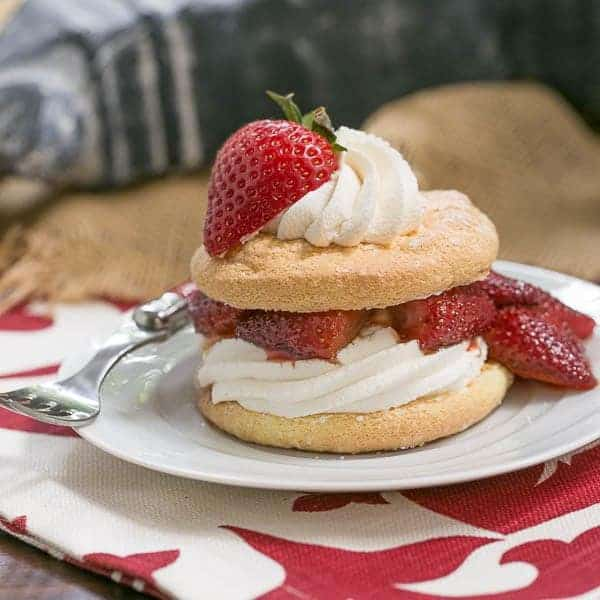 Strawberry Shortcake Franco American Style | Shortcakes with spongecakes, roasted berries and cream