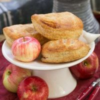 Chaussons aux Pommes - Easy delicious apple turnovers!