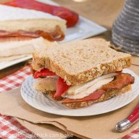 Roasted Chicken Brie and Bacon Sandwich | A scrumptious sandwich that'would perk up any lunch box!