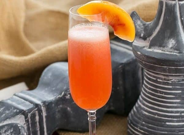 Peach Bellini | A slushy version of the classic Italian cocktail