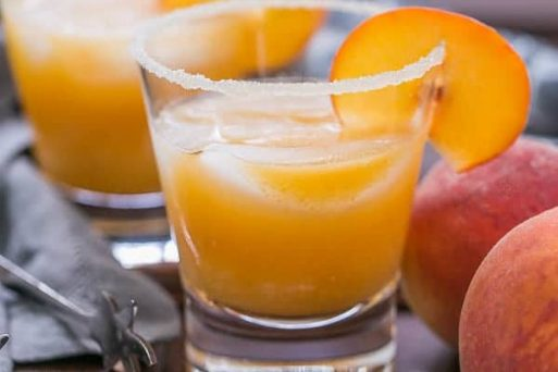 Peach Margaritas | Using peak of the season peaches, these margaritas are out of this world! #sweet4USA