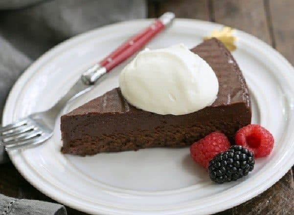 Flourless Cake Chocolate from Princeville Hotel | 5 simple ingredients make for one decadent, outrageously delicious dessert!