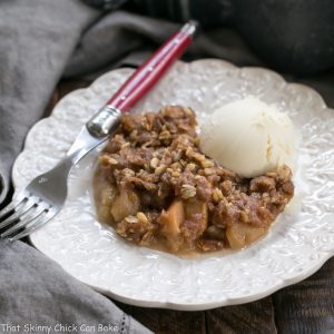 Easy Slow Cooker Apple Crisp | Perfect fall dessert!