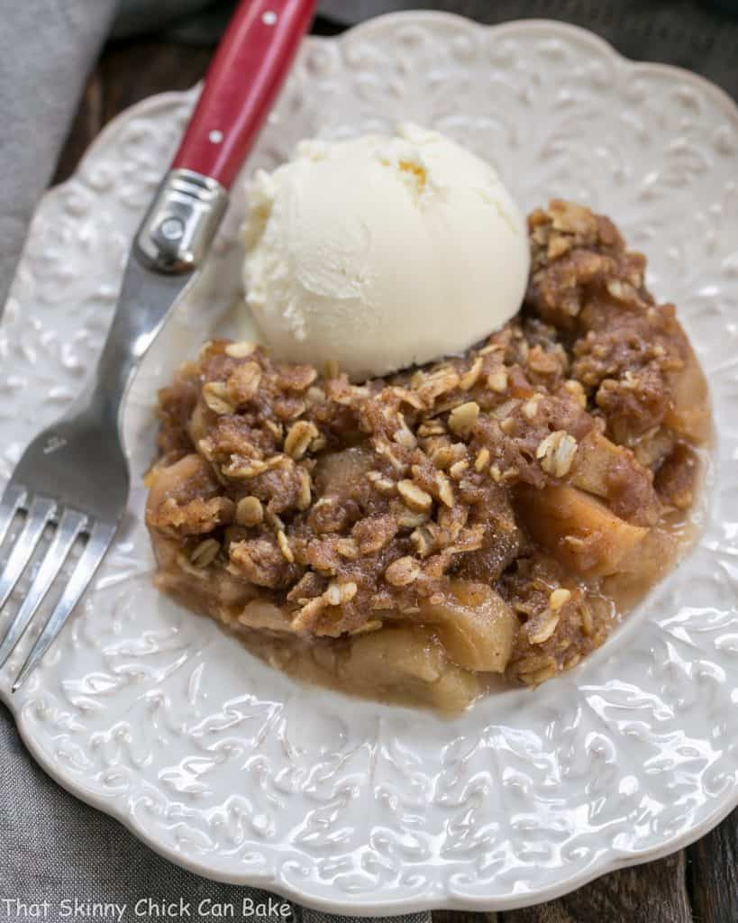 Easy Slow Cooker Apple Crisp with Oatmeal | Perfect fall dessert!