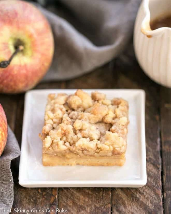 A single Caramel Apple Pie Toffee Bar on a square plate