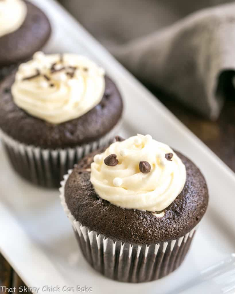Frosted Black Bottom Cupcakes #Choctoberfest - That Skinny ...